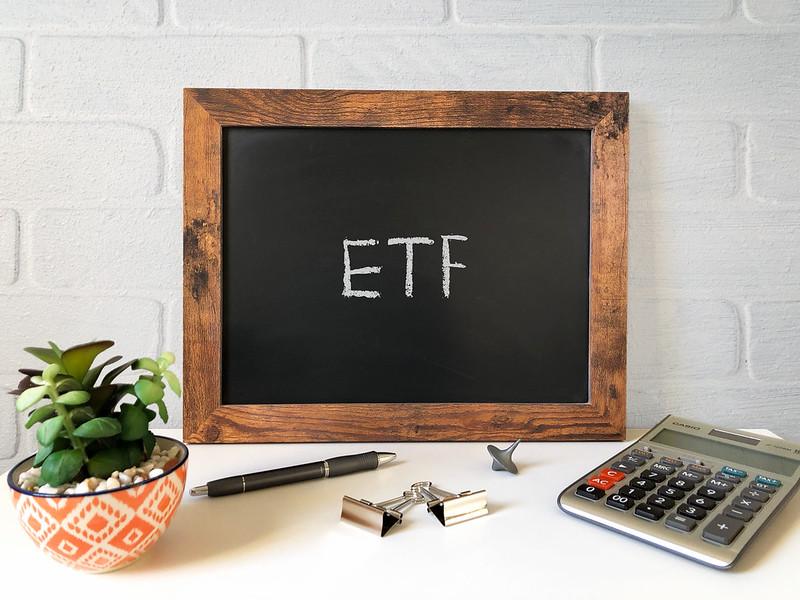 Read more about the article 《新手友善投資首選》最白話的方式,讓你了解ETF是什麼!內含精選30支 美股ETF 清單